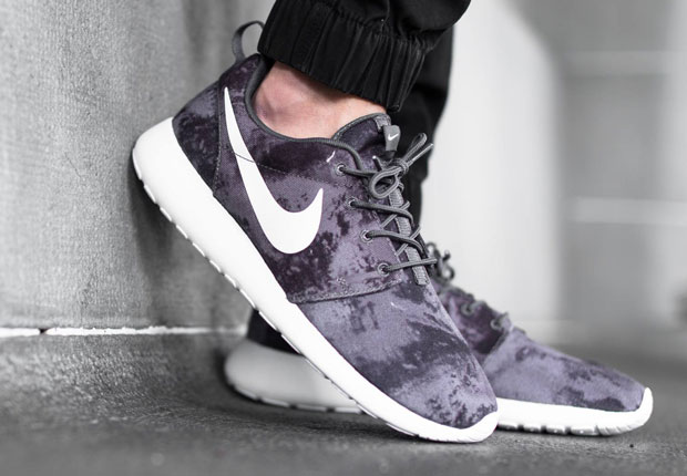 nike-roshe-one-print-dark-grey-bleached-1