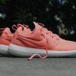 Dámské tenisky Nike W Roshe Two Atomic v růžové barvě
