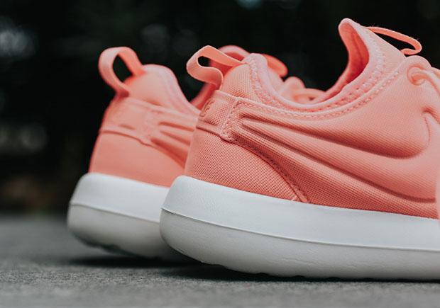 Nike-Roshe-Two-Atomic-Pink-women-844931-600-3