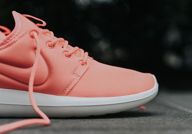 Nike-Roshe-Two-Atomic-Pink-women-844931-600-4