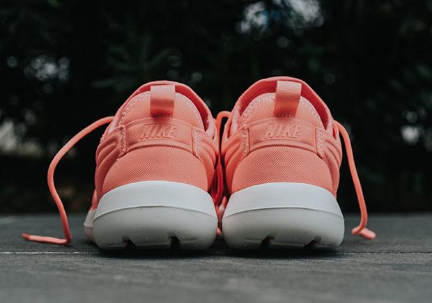 Nike-Roshe-Two-Atomic-Pink-women-844931-600-5