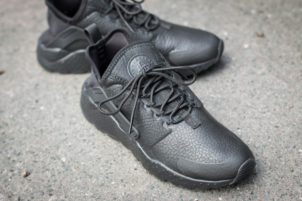 nike-w-air-huarache-run-ultra-premium-black-black3