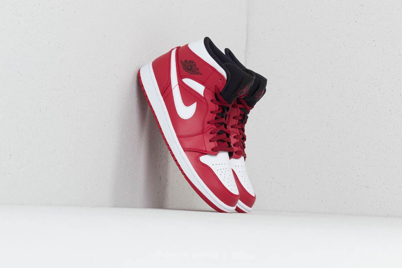 2c1e6953639 Topové Air Jordan 1 Mid v červené colorway