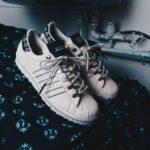 Footshop s adidasem vytvořili novou podobu kultovních tenisek Superstar